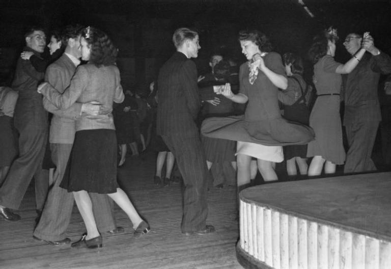 1945 line dancing